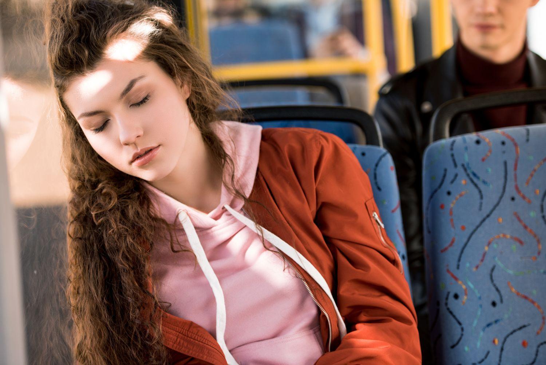 Schlafende im Bus