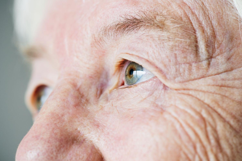 Augenpartie eines Seniors.